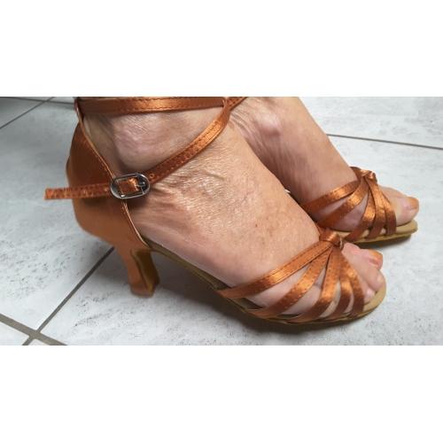 47cd19cd9 ... للمرأة أحذية رقص / صالة الرقص ستان صندل مشبك / روش كعب متوسط غير مخصص  أحذية