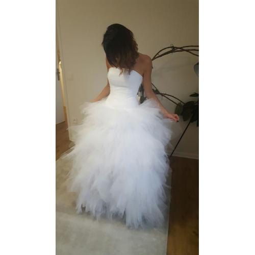 f2d3d84f22bc Plesové šaty Bez ramínek Dlouhá vlečka Tyl Svatební šaty vyrobené na míru s  Sklady   Vrstvené ...
