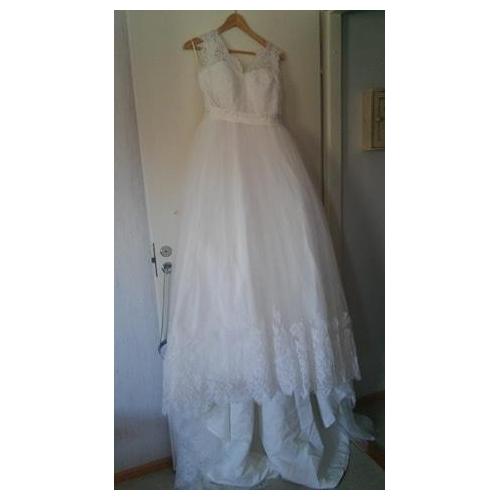 1bb56e6615f3 A-linje V-hals Svepsläp Spets på tyll Bröllopsklänningar tillverkade med  Knappar / Bälte ...